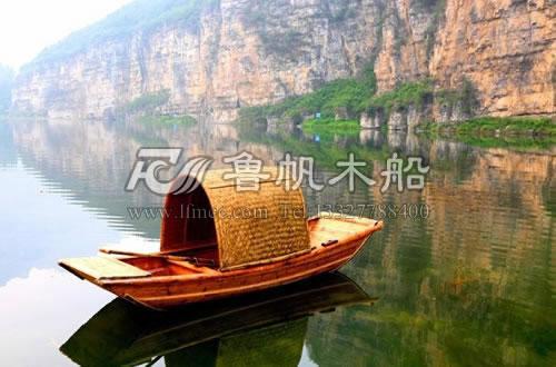 原木乌篷船